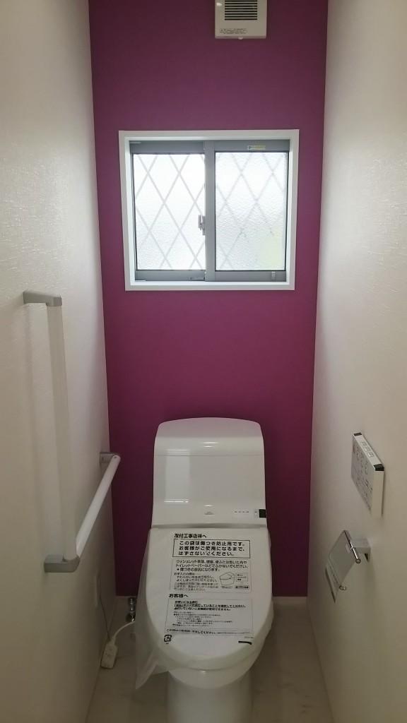 トイレにもアクセント壁