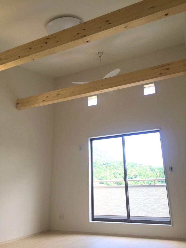 勾配天井で開放的