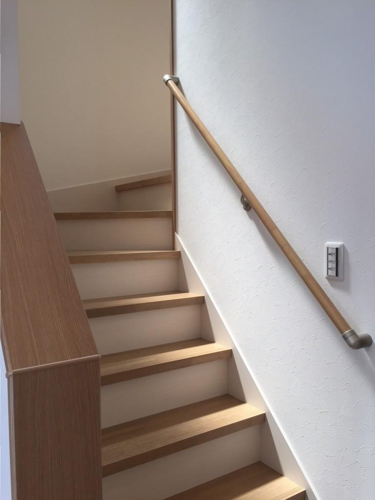 閉鎖的な空間になりがちな階段も明るく、上りやすく仕上がりました