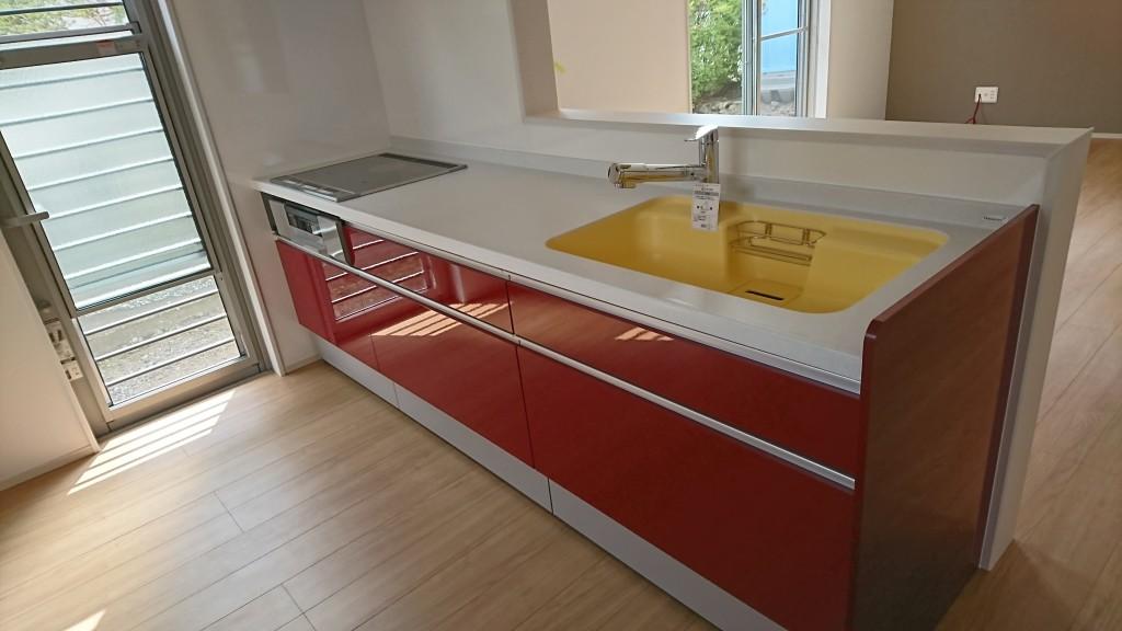 、使い勝手もお手入れもしやすいキッチン、色もかわいらしく仕上がってます