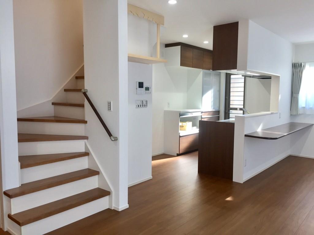 リビング階段と、キッチン 色もまとまり、きれいに仕上がりました。