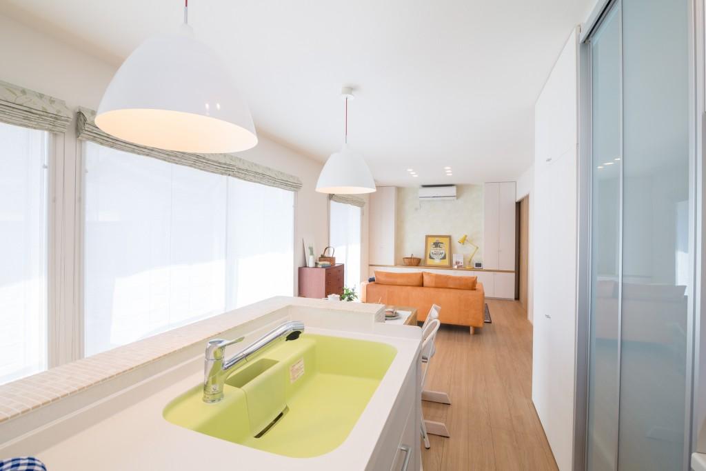 明るく、清潔感あふれるキッチン