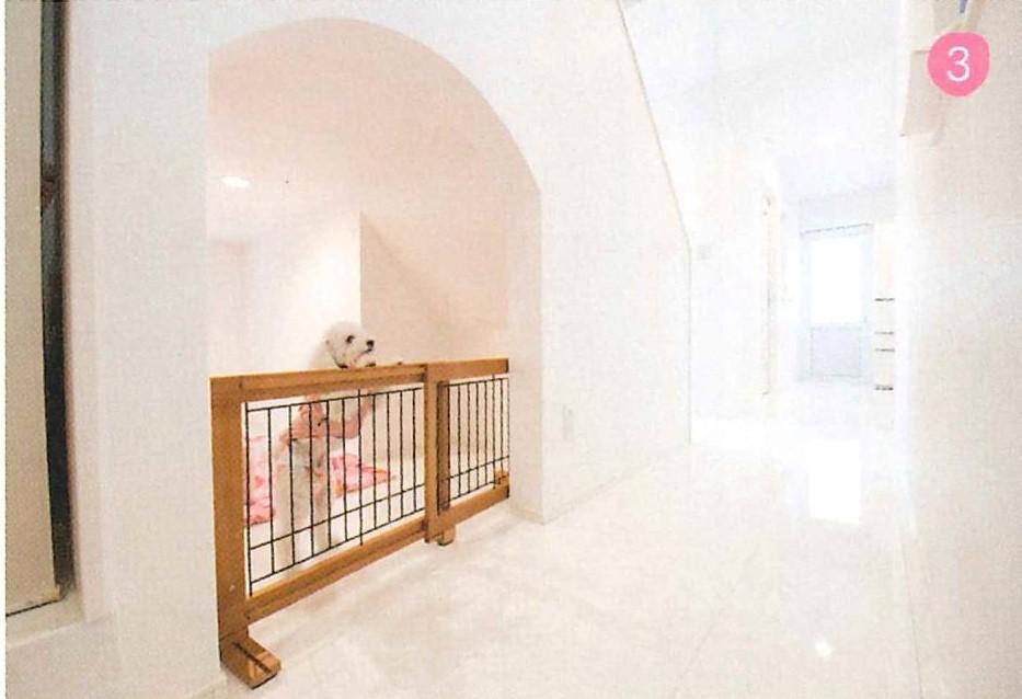 階段下は2匹の愛犬の為のスペース