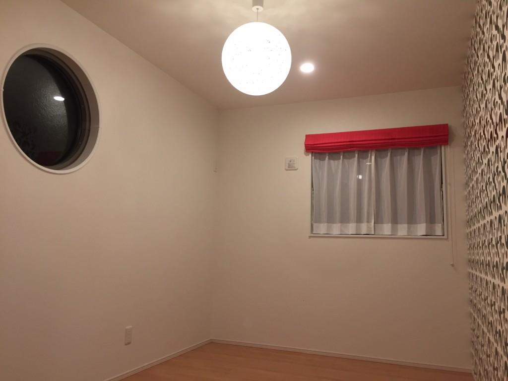 丸窓でお部屋に遊び心が生まれます。