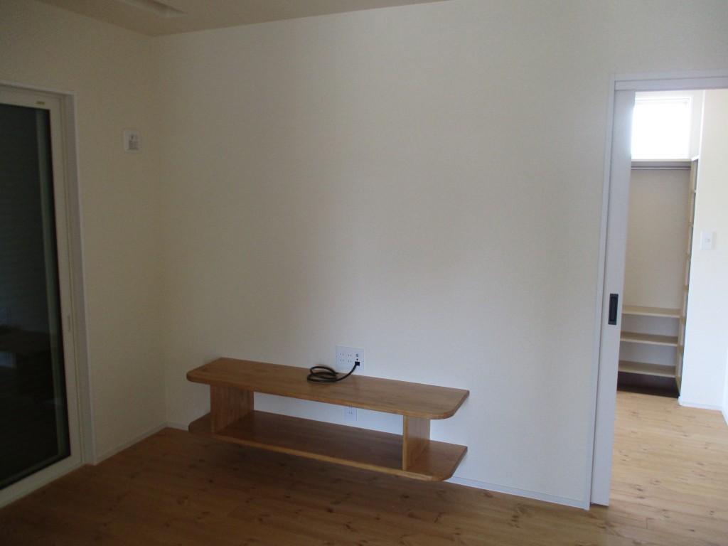 造作家具の設置で部屋に統一感が生まれました。