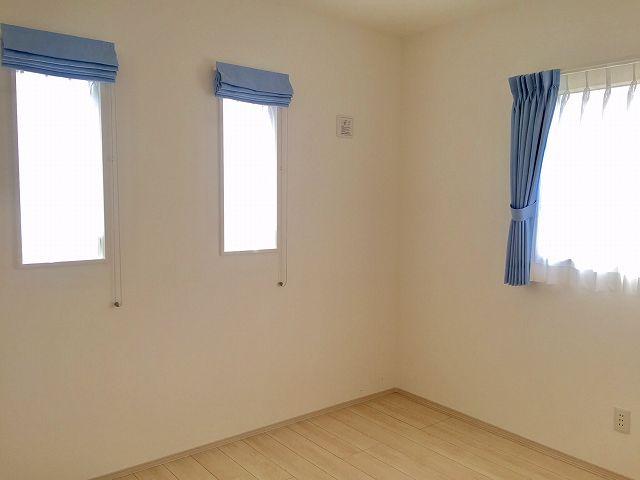 カーテンの色によっては、可愛くなります。
